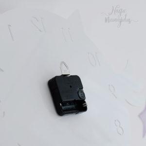Valgest pleksiklaasist vaikne minimalistlik öökullikujuline kell lastetuppa