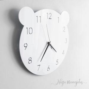 Minimalistlik karuga pleksiklaasist vaikne kell laste tuppa